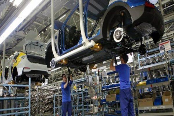 كيف تستفيد السوق من استراتيجية صناعة السيارات؟.. خبراء يُجيبون