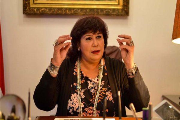 وزيرة الثقافة تنعي الفنان التشكيلي مصطفى عبدالوهاب