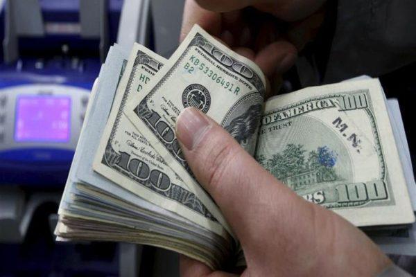 """رحلة """"الأخضر"""" بعد التعويم .. الدولار  يهبط 3.9 جنيه في أكثر من 3 سنوات"""