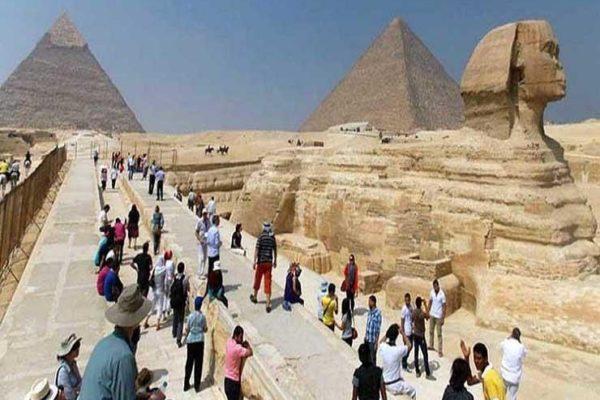 """هل تأثرت الحركة السياحية بمصر بعد فيروس """"كورونا""""؟.. خبراء يُجيبون"""