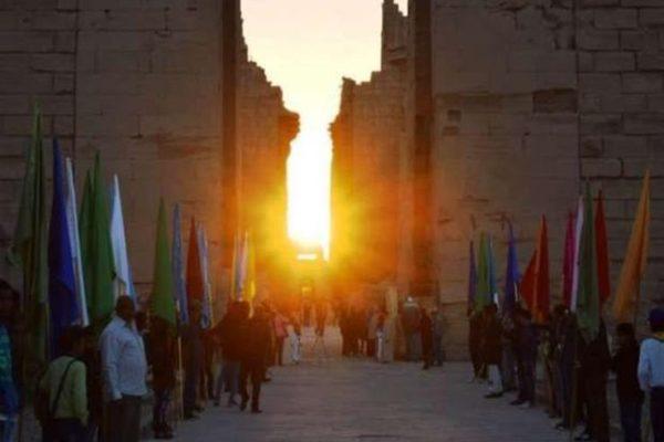 """غرفة الشركات بأسوان: تعامد الشمس على وجه رمسيس الثاني """"كرنفال دولي أبهر سياح العالم"""""""