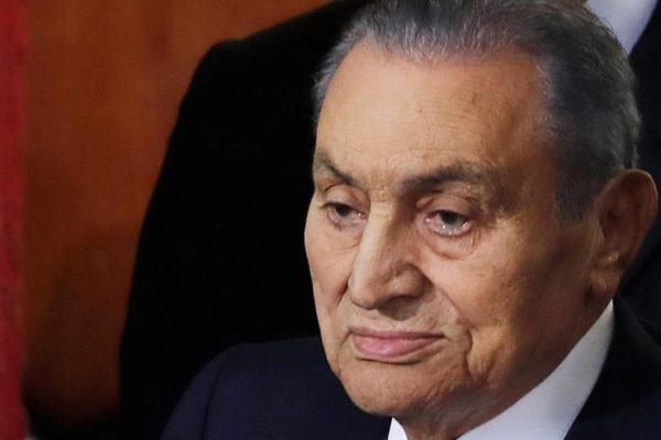 محاولة اغتيال وإغماء داخل البرلمان.. 4 أزمات هددت حياة مبارك