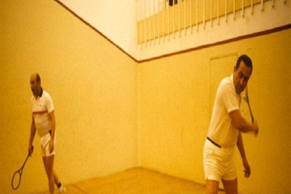 """الأسكواش.. مواقف لمبارك مع لعبته المفضلة: """"بيغضب لما يتهزم"""""""