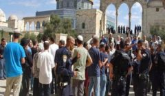 عشرات المستوطنين يقتحمون المسجد الأقصى بحماية الاحتلال
