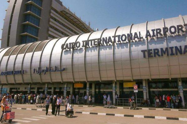 جمارك مطار القاهرة تضبط محاولة تهريب 6 بنادق