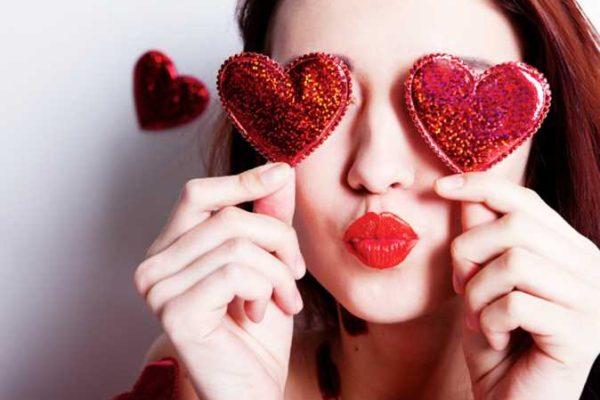 «اللي مبيتكلمش في التليفون في عز الشغل مبيحبش».. دليل «الحب الحقيقي» في «الفلانتين»
