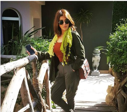 ديكور خشبي يغلب على فيلا سميرة سعيد - شاهد جمالها بالصور والفيديو