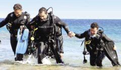 سباح من ذوي الإعاقة يغوص بمحمية «رأس محمد» للترويج للسياحة البيئية