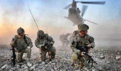 جنود يشربون دماء ثعبان الكوبرا في تدريب عسكري أمريكى (فيديو)