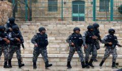 راعي أغنام في الأردن يكسر حظر التجول بشكل طريف | فيديو