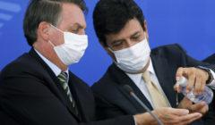 الرئيس البرازيلي يقيل وزير الصحة لخلاف في الموقف من كورونا