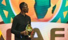 حكاية ماني مع كرة القدم.. بدأت بالهروب من عائلته وانتهت بتتويجه ملكا لأفريقيا