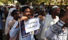 """احتجاج أسر معتقلي نظام البشير أمام سجن """"كوبر"""" بالخرطوم"""