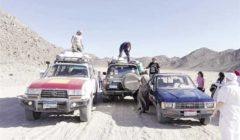 ٤٥ متطوعًا يجوبون الصحراء لتوزيع المساعدات فى «قلعة الحياة»