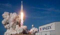 """""""سبيس إكس"""" وناسا تطلقان صاروخ على متنه رائدي فضاء إلى المحطة الفضائية الدولية"""