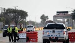 FBI: الهجوم على القاعدة البحرية في تكساس إرهابي والبحث عن مشتبه به آخر
