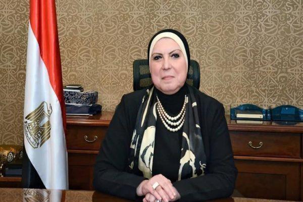 وزيرة التجارة والصناعة تفتح باب تلقي طلبات تصنيع الكمامات القماش
