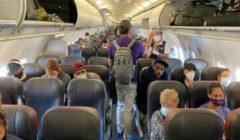 في الولايات المتحدة.. وضع الكمامات مسألة خلافية حتى في الطائرات