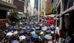 وسائل إعلام صينية تدين اعتداء متظاهرين في هونغ كونغ على محامٍ