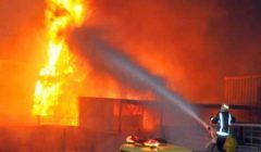حريق مصنع كرتون بأكتوبر.. والدفع بخزاني مياه سعة 35 طنا