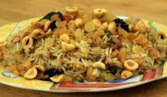 طريقة عمل الأرز البسمتي بالمكسرات والفواكه المجففة   فيديو