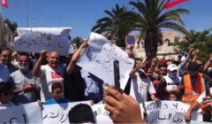 """احتجاجات لسائقي التاكسي بتونس.. يتهمون الحكومة بـ""""التلاعب"""" بشأن قرارات الحجر"""