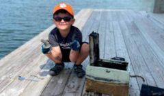 صبي يصطاد صندوق مجوهرات من بحيرة في ولاية كارولينا الأمريكية صور