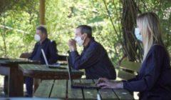 في ظل كورونا.. طلاب إيطاليون يخوضون الامتحانات وسط أشجار الزيتون| صور