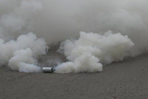 الشرطة الأمريكية تستخدم الغاز المسيل للدموع لتفريق متظاهرين خارج البيت الأبيض