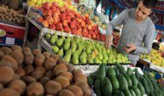 ارتفاع البصل وتراجع الفراولة.. أسعار الخضر والفاكهة بسوق العبور اليوم