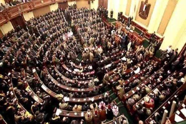 سؤال برلماني بشأن الإجراءات الاستباقية للحكومة لمواجهة اسراب الجراد المرتقبة