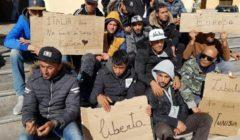 فيديو يتضمن انتهاكات ضد مهاجرين تونسيين في مركز إيطالي يثير غضبًا بتونس