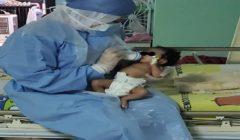 """أصيبت بتشنجات وخالطت والدتها.. تعافي أصغر مصابة بـ""""كورونا"""" بمستشفى الأحرار التعليمي"""