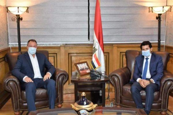 وزير الرياضة يستقبل رئيس النادى الأهلى بخصوص التبرعات المالية
