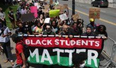 """وضع جملة """"بلاك لايفز ماتر"""" في شوارع نيويورك تكريمًا لأصحاب البشرة السوداء"""