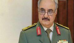 حفتر يتفقد معسكرات الجيش الليبي في بنغازي