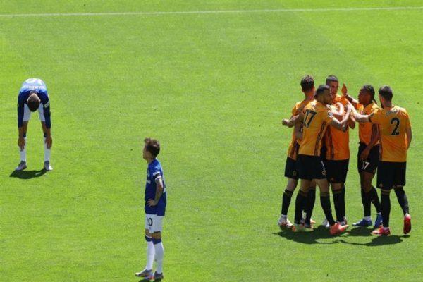 وولفرهامبتون يقسو على إيفرتون بثلاثية نظيفة في الدوري الإنجليزي