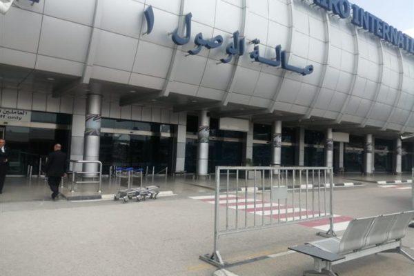 جمارك مطار القاهرة تضبط مشغولات ذهبية وساعات ثمينة على جسد إيطالي