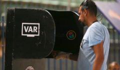 """الـ""""VAR"""" لا يعمل.. حكم المباراة يحصل على موافقة الزمالك ونادي مصر بالاستكمال بدونه"""