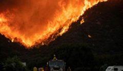 الآلاف من رجال الإطفاء يكافحون حريقًا في غابات شرق لوس أنجلوس