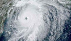 خفر السواحل الأمريكي يغلق موانئ بسبب العاصفة بيتا