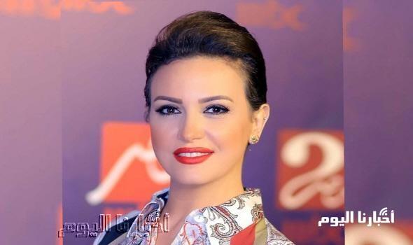 الوحيدة غير المحجبة.. ريهام عبد الغفور تثير جدلاً كبيراً بصورة مع صديقاتها.. إعرف الحكاية!!