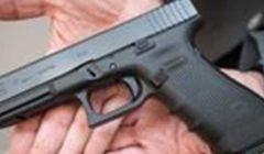 «ترك مسدسًا محشوًا على متن طائرة».. إيقاف الحارس الشخصي لوزير بريطاني عن العمل