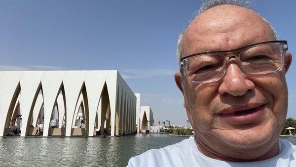 نجيب ساويرس ينشر صورة من أمام قاعة افتتاح بمهرجان الجونة.. وهكذا علق
