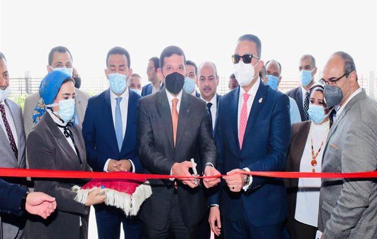 محافظ الفيوم ورئيس هيئة للاستثمار يفتتحان أول مركز متكامل لخدمات المستثمرين بالمحافظة