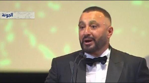 أحمد السقا يهدي جائزة مهرجان الجونة لسمير غانم ودلال عبدالعزيز